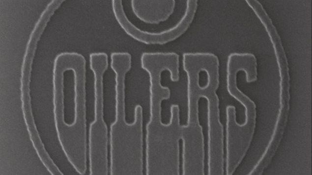 Un logo gris des Oilers d'Edmonton