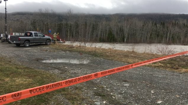 The search for the missing man and child in Rivière Sainte-Anne started again early this morning.