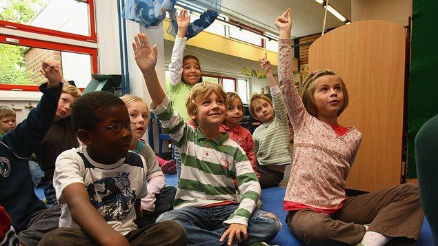 Des enfants dans une école