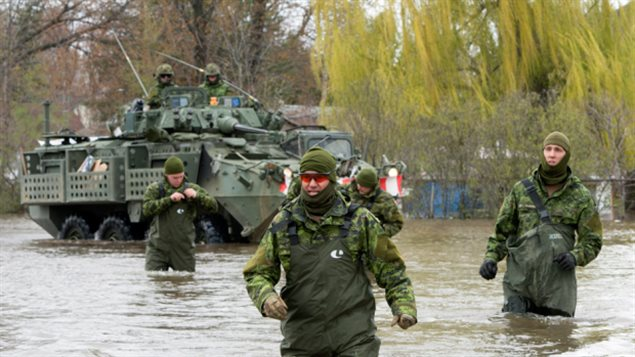 Canadian Forces personnel wade through the flooded streets, Monday, May 8, 2017 in Deux-Montagnes, Quebec northwest of Montreal and Lava