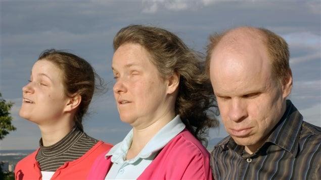 La familia Harting. De derecha a izquierda, Denis, Peggy y su hija Lauviah.