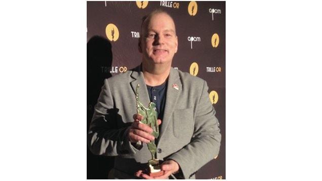 Pierre Rivard, le directeur général et artistique du Centre culturel francophone de Vancouver reçoit le Prix Batisseur Paul Demers.