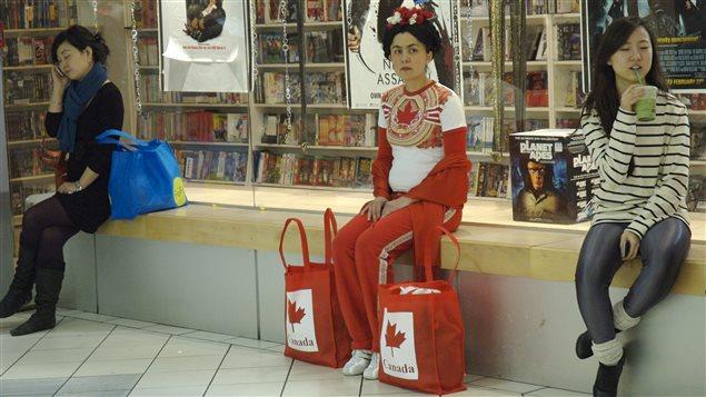 La Visita, mis nombres 2, performance en la ciudad subterránea, Montreal, 2010.