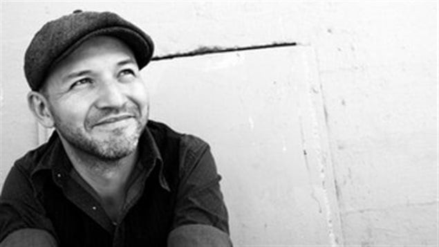 Le musicien Tom Landa