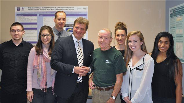 El Dr. Montero-Odasso y miembros del equipo de investigación.