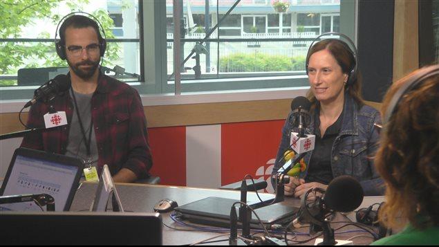 Acteur Vincent Leblanc-Beaudoin et journaliste Coroline Morneau participent dans lédition mensuelle du Quiz 'Génie en ondes'.