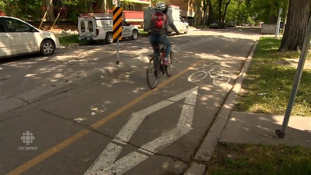 The CAA says it is safer to have barriers between roads and bicycle paths.