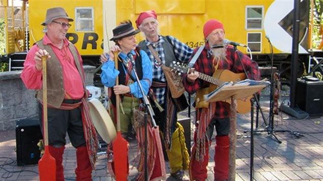 Le groupe de musique traditionnelle Les Voyageurs.