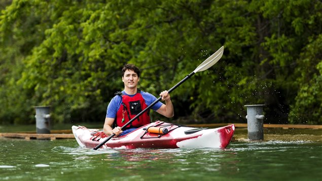 Prime Minister Justin Trudeau started Environment Day paddling around the Niagara River and urging Canadians to connect with nature.