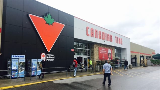 A 32-year-old woman is in custody after police say threats were made at the Canadian Tire store at Cedarbrae Mall in Scarborough, Ont. (Craig Chivers/CBC)