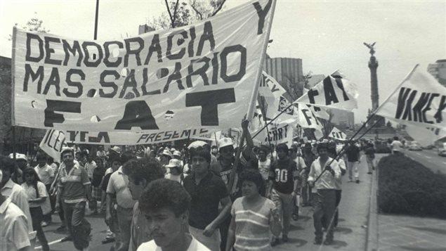 La organización sindical mexicana Frente Auténtico del Trabajo durante una manifestación del 1 de mayo.