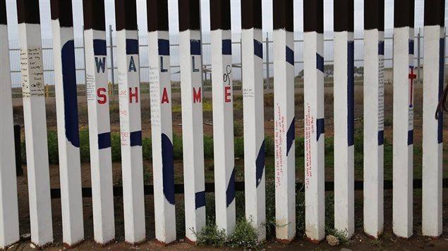 Valla de separación en la frontera entre México y Estados Unidos