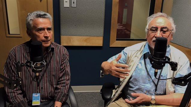 Roberto Hervas Segovia y Sergio Martínez, autores del libro *Presencia chilena en la Belle Province*.