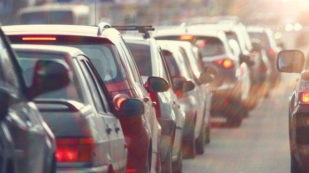 Des voitures sur la route