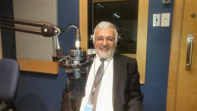 الإمام حسن غيّة في استديو راديو كندا الدولي اليوم.