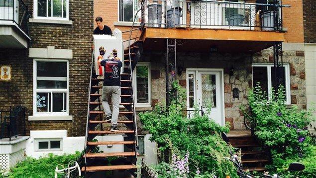 Les propriétaires d'immeubles doivent suivre la formation afin que leur peur de louer aux demandeurs d'asile soit dissipée.