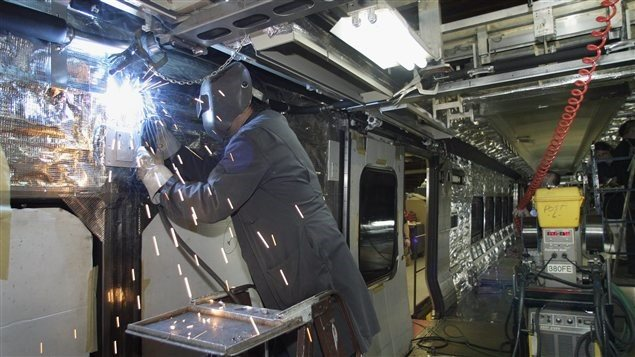 تصنيع عربات لقطارات الأنفاق في مصنع