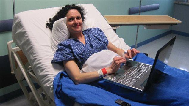 La Canadienne Katrina Baier en 2010 au Costa Rica. Atteinte de sclérose en plaques, elle a choisi de recevoir un traitement interdit au Canada : la thérapie de libération développée par le Dr Paolo Zamboni. Photo : Katrina Baier