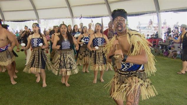 Los atletas maoríes de Nueva Zelanda danzan el haka en las ceremonias de clausura de los Juegos Mundiales de las Naciones Indígenas. Los atletas maoríes de Nueva Zelanda danzan el haka en las ceremonias de clausura de los Juegos Mundiales de las Naciones Indígenas en Canadá.