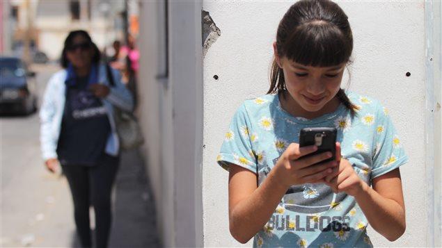 Los menores pueden usar el recurso para contactarse con sus familias cuando están fuera del hogar.