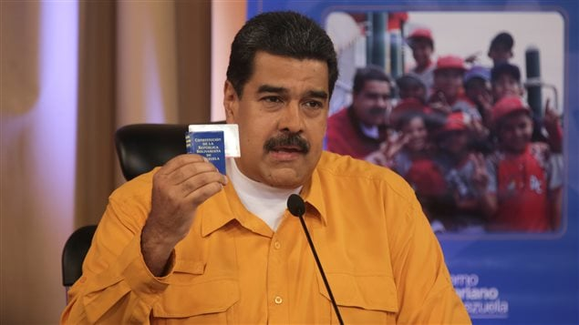 Maduro quiere reformar la constitución y arrebatar a la oposición el control del parlamento.
