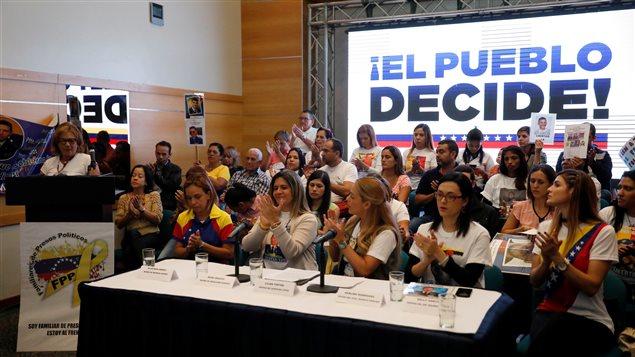 La oposición juega sus cartas en el referendo del domingo.