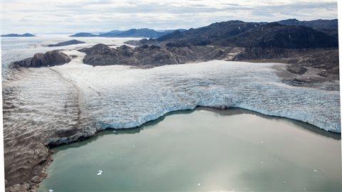 Le glacier Upernavik au nord du Groenland.