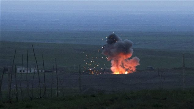 L'explosion d'un drone azerbaïdjanais dans la région séparatiste du Haut-Karabakh, en Azerbaïdjan, le 4 avril 2016. Les forces armées du Haut-Karabakh ont affirmé avoir abattu plusieurs drones azerbaïdjanais depuis l'éclatement du conflit armé le 1er avril 2016.