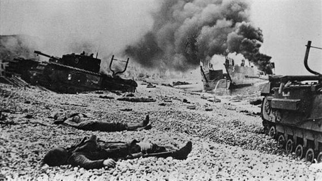 Canadian dead on the beach after the raid