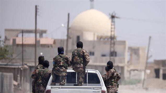Combatientes de las Fuerzas Democráticas Sirias en Raqqa.