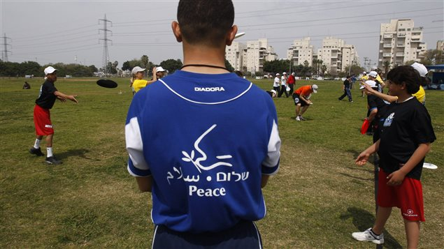 Israeli and Palestinian youths take part in an instructional frisbee workshop organised by Ultimate Peace Organization and The Peres Center for Peace in Tel Aviv April 2, 2009.