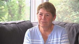 Diane Léger dénonce l'annonce faite par le Manoir Notre-Dame, où sa mère réside. Photo : Radio-Canada