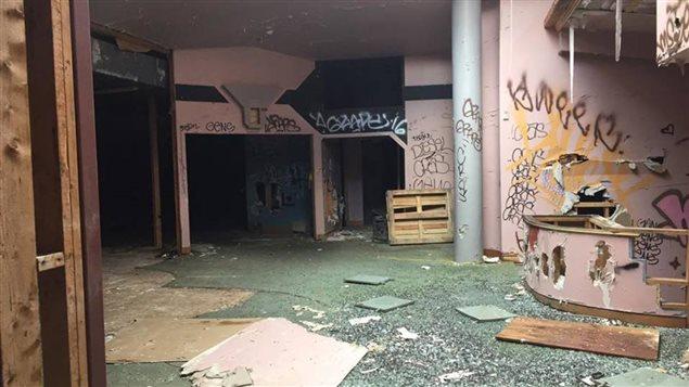 El lugar estaba abandonado y en muy malas condiciones de mantenimiento.