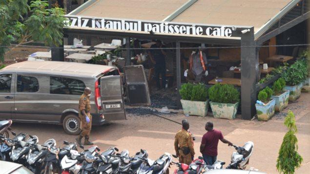 En tout, 18 personnes sont mortes lors de l'attaque contre un restaurant turc de Ouagadougou, la capitale du Burkina Faso.