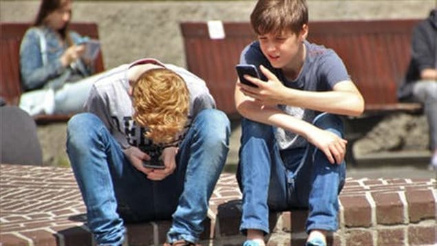 Children need rules to guide their use of smartphones, says educator.