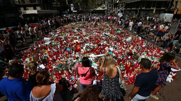 La gente se reunió en las Ramblas, Barcelona, el 22 de agosto 2017.