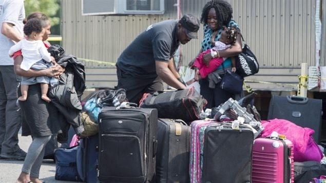 Au total, le ministère de l'Emploi et de la Solidarité sociale versera au moins 2,5 millions $ en prestations d'aide sociale à ces demandeurs d'asile.LA PRESSE CANADIENNE, PAUL CHIASSON