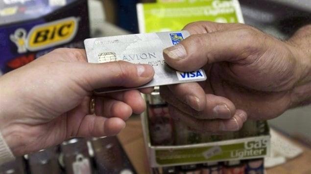 信用卡问题会显示加拿大债务危机是否会发生