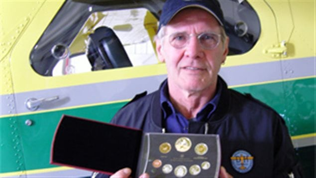 Hollywood star Harrison Ford who owns the DHC-2 Beaver behind him shown here with the 2009 Royal Canadian Mint collection set of coins honouring the plane