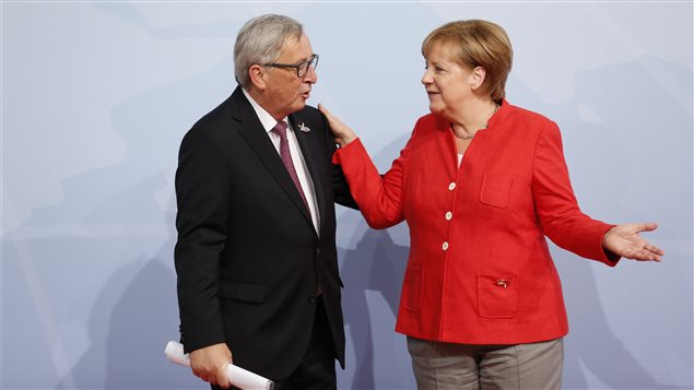 Jean-Claude Juncker, presidente de la Comisión Europea y Angela Merkel, canciller alemana.
