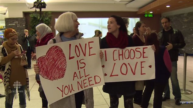 Many Canadians were enthusiastic in welcoming Syrian refugees at airports.