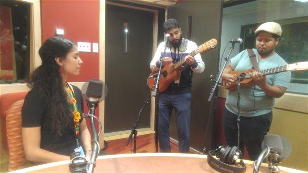 Mamselle Ruiz, León Jorge Medina y Marino Vazquez durante el FB Live de Canadá en las Américas Café.