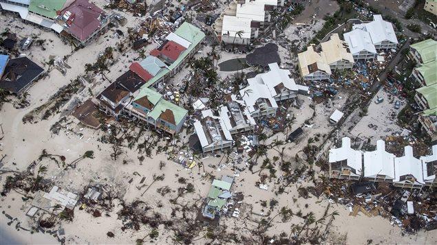 """صورة من الجزء الهولندي لجزيرة سانت مارتن في البحر الكاريبي مأخوذة في 6 أيلول (سبتمبر) الجاري بعد أن اكتسحها إعصار """"إيرما""""."""
