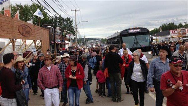 Le Festival western de Saint-Tite. Dans ce petit village de 4 000 habitants, on attire pendant 10 jours jusqu'au 15 septembre plus de 600 000 visiteurs ou cow-boys en herbe. Non il ne s'agit pas d'une faute de frappe. Ce n'est pas 6 000, ni 60 0000, mais plus d'un demi-million de visiteurs. Hallucinant!