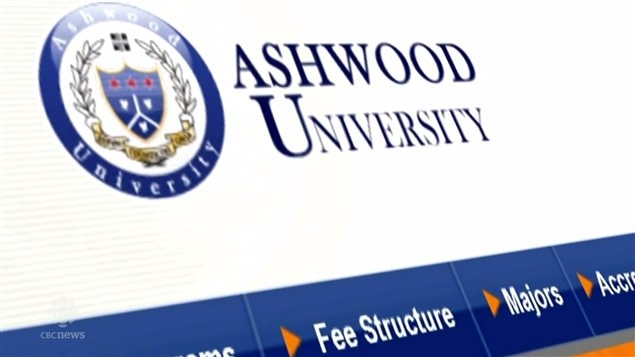 Sitio en internet de una universidad que vende falsos títulos universitarios