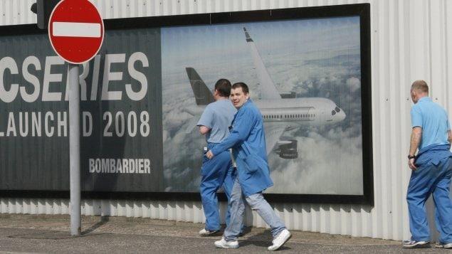 Des employés de l'usine de Bombardier à Belfast, en Irlande du Nord Photo : La Presse canadienne/Peter Morrison