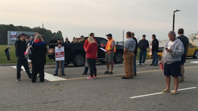 Los empleados de la planta GM en Canadá inician una huelga