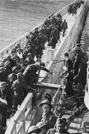 Clouston organised the soldiers in groups of 50 to prevent congestion and thereby speed up embarkations.