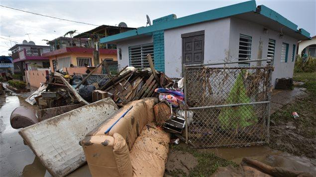 Zonas de riesgo son evacuadas ante el paso del huracán María
