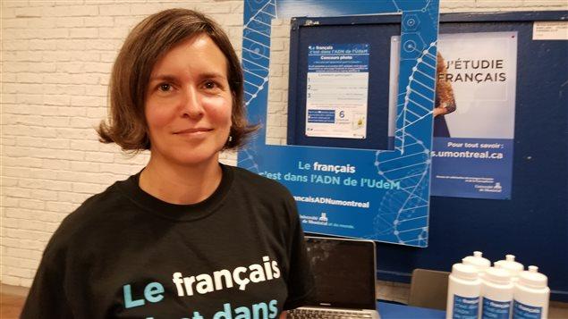 La lingüista Annie Desnoyers en una campaña de promoción del francés en la Universidad de Montreal.